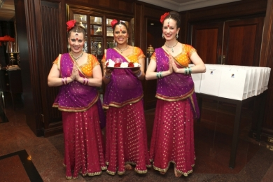 Corporate Bollywood Dancer to greet guests