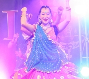 Diw Looking like a multiple armed Hindu godess