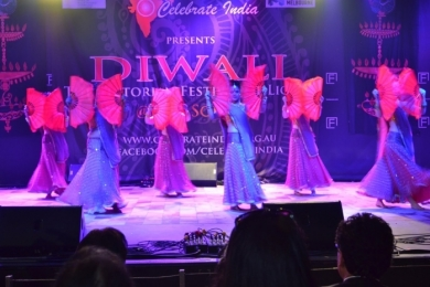 Diw2 Federation Square Diwali with Red fan dancers