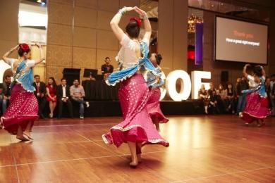 Bollywood dancer swirls her skirt