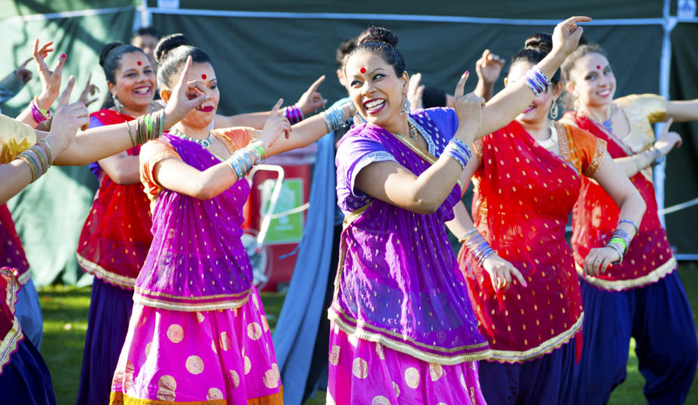 Bollywood-Dancers-at-Multicultural-Festival